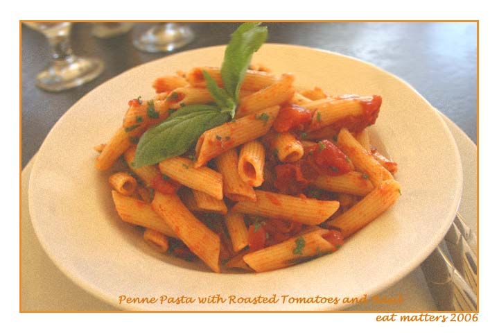 Penne_pasta_with_basil_1